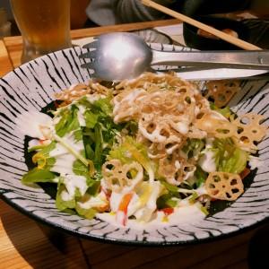 カリカリれんこんと水菜のシーザーサラダ